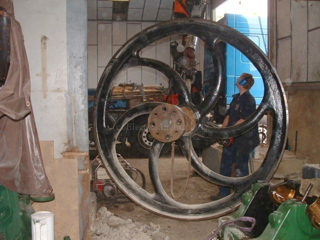 Craning the flywheel